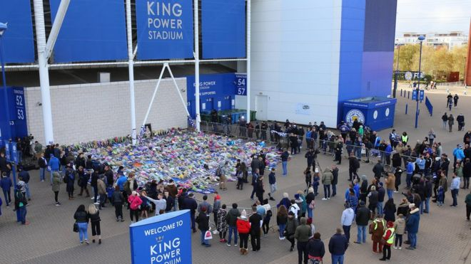 Leicester City Fans Pay Tribute To The Crash Victims