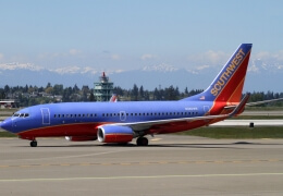 Southwest B737 engine breaks mid-flight, shatters window