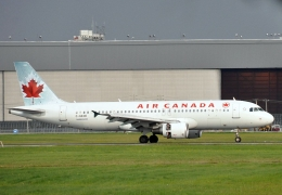 Canada reconsiders airline ownership, passenger rights