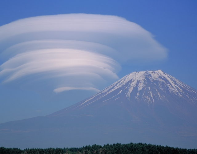 extraordinary lenticular clouds in japan