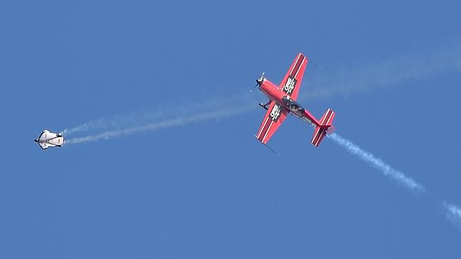 The gA-8 Aircan and Extra 300 dazzle crowds