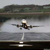Ryanair Plane Lands on One Wheel