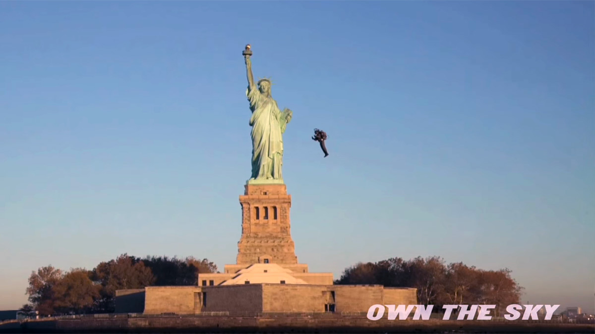 JetPack Flies Around the Statue of Liberty