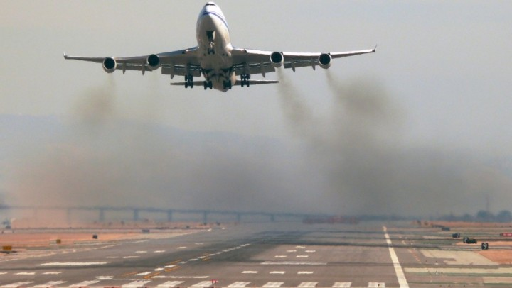 Aviation Experts Agree to Set Carbon Limits