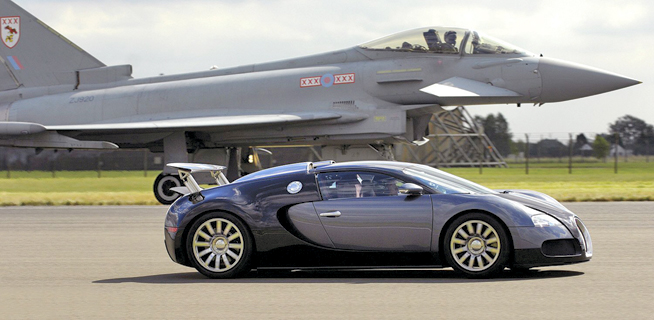 video bugatti veyron vs typhoon jet fighter 2017 2018 best cars reviews. Black Bedroom Furniture Sets. Home Design Ideas