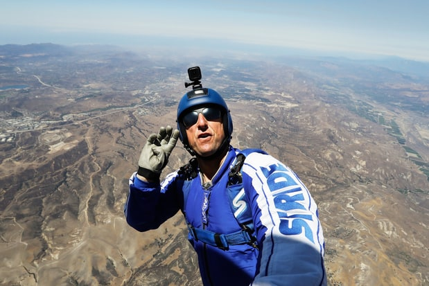 Luke Aikins Skydives 25000 Feet Without Parachute