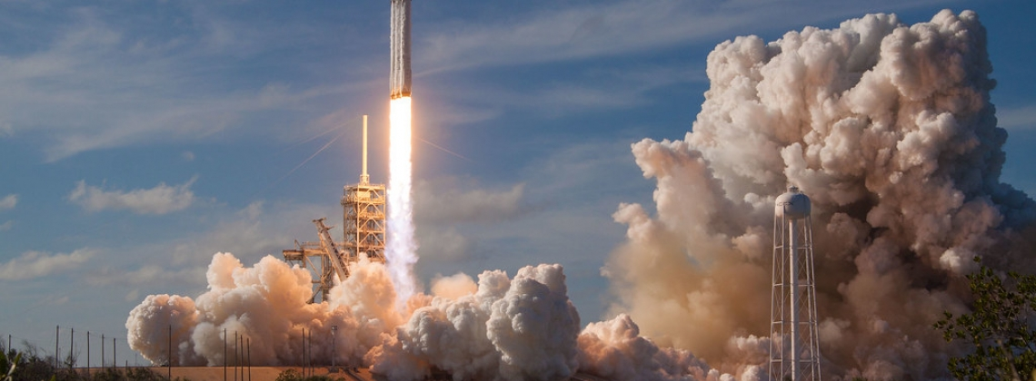 SpaceX Already Has Customers for 2018 Moon Flight