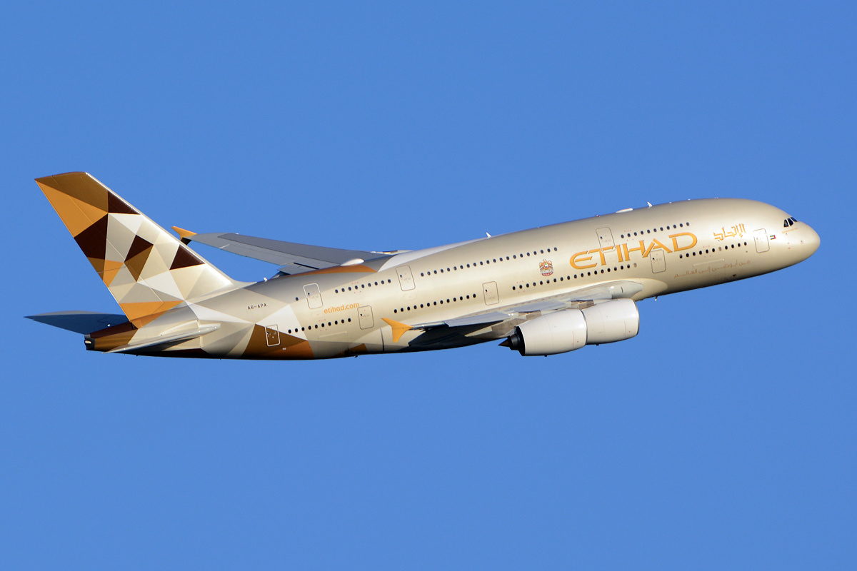 emirates and etihad to suspend flights to and from qatar