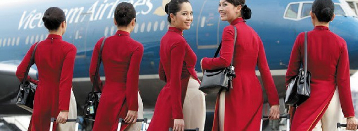 12 Essentials Every Flight Attendant Has When Flying