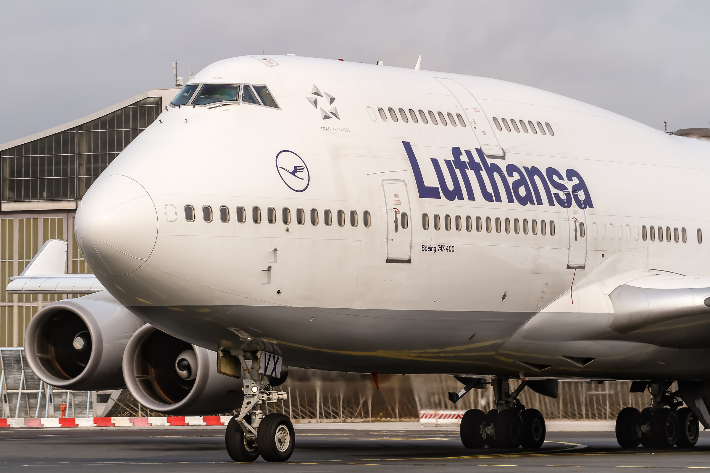 A Lufthansa plane was badly damaged in a fire on Monday at the Frankfurt Airport.