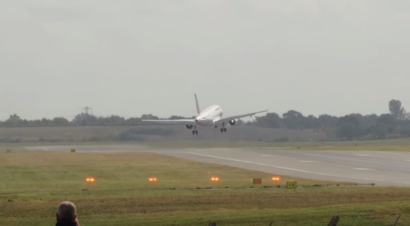 crosswind landing Air France