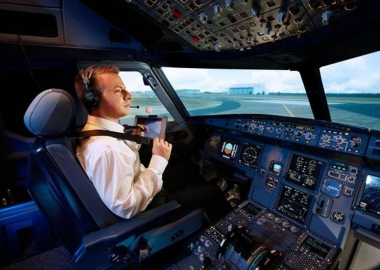How Does A Flight Simulator Help Pilots?