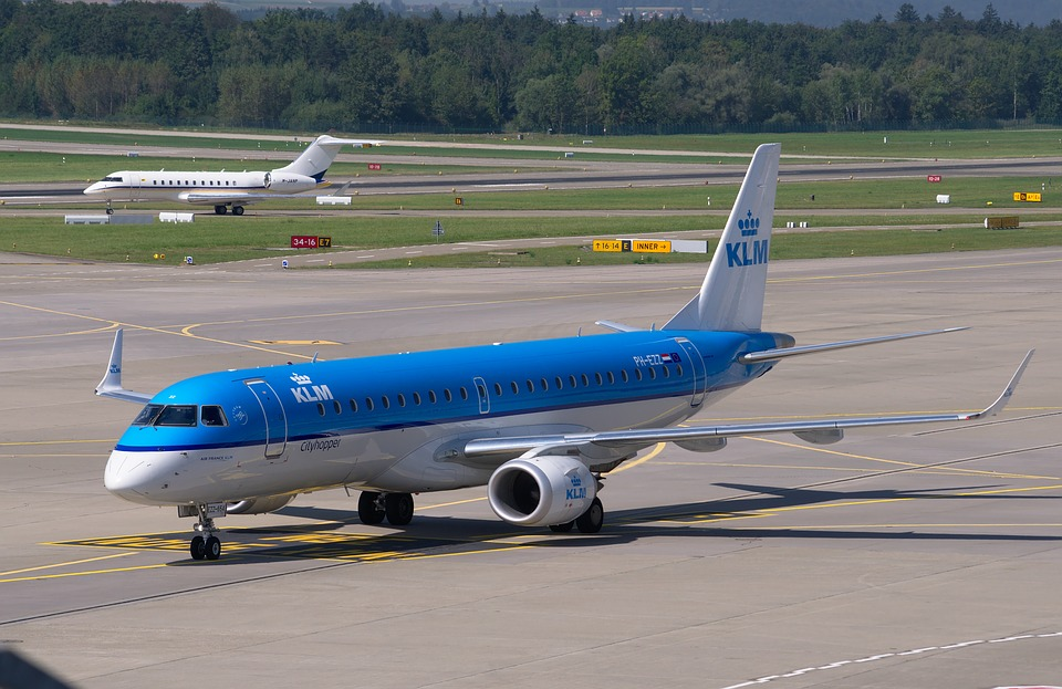 KLM Embraer E190 with the updated livery
