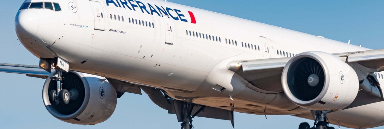 Air France Boeing 777 diverts due to hydraulic leak