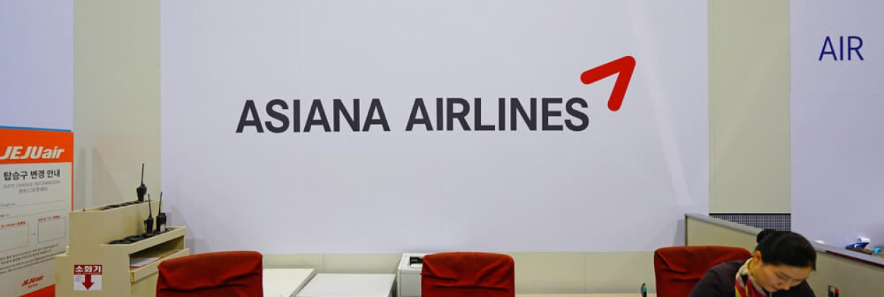 asiana airlines logo at gimpo airport (gmp)