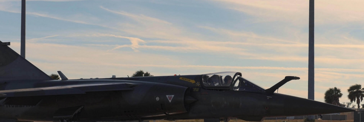 """Private Mirage F1 """"aggressor"""" crashes on landing at Tyndall AFB"""