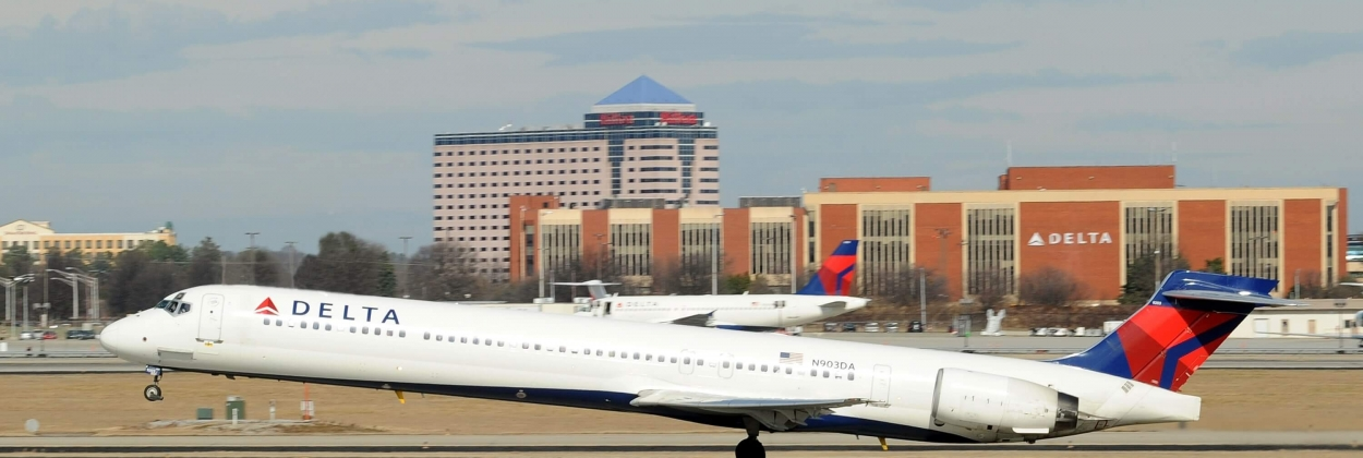 Delta Air Lines MD-90 taking off