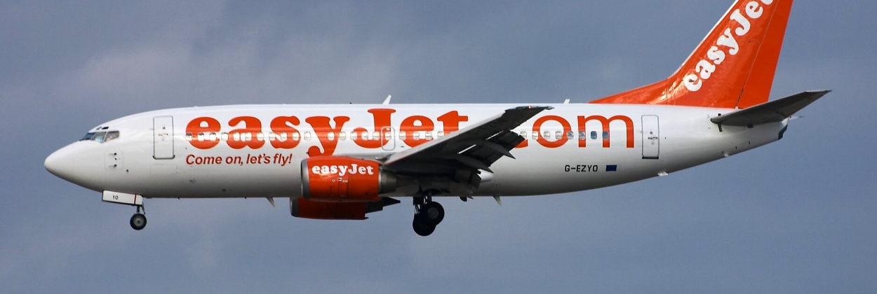 easyJet Boeing 737 landing at Madrid Bajaras Airport (MAD)