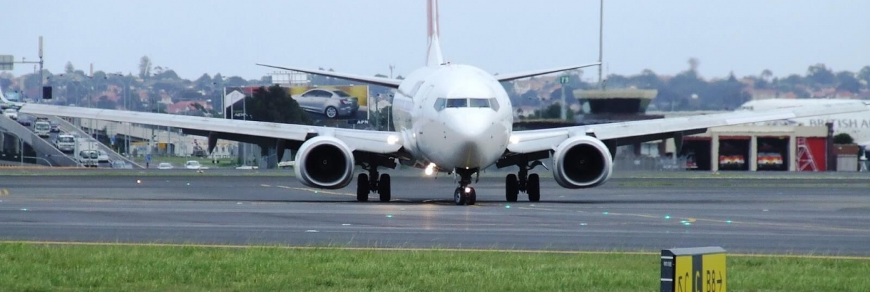 qantas 737 turning off runway aerotime news