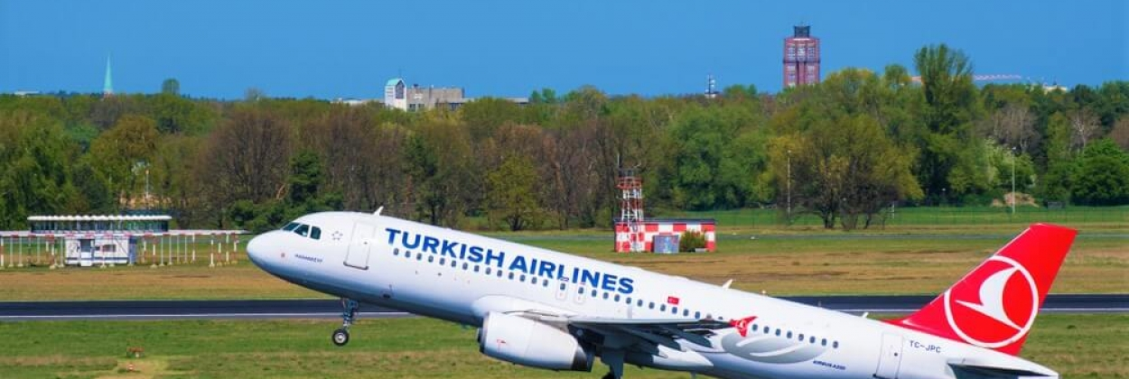 Turkish Airlines Airbus A320 take off at Berlin Tegel airport