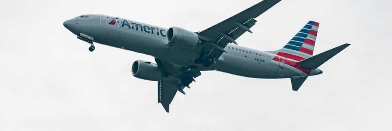Boeing 737-8 MAX of American Airlines approaching to land at Wash