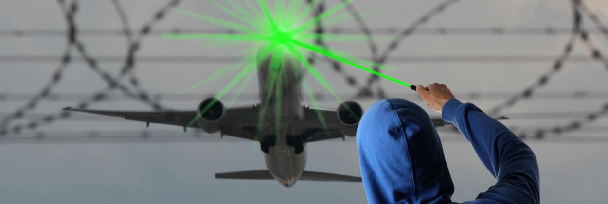 Jazz pilot blinded by laser beam before landing in Ottawa