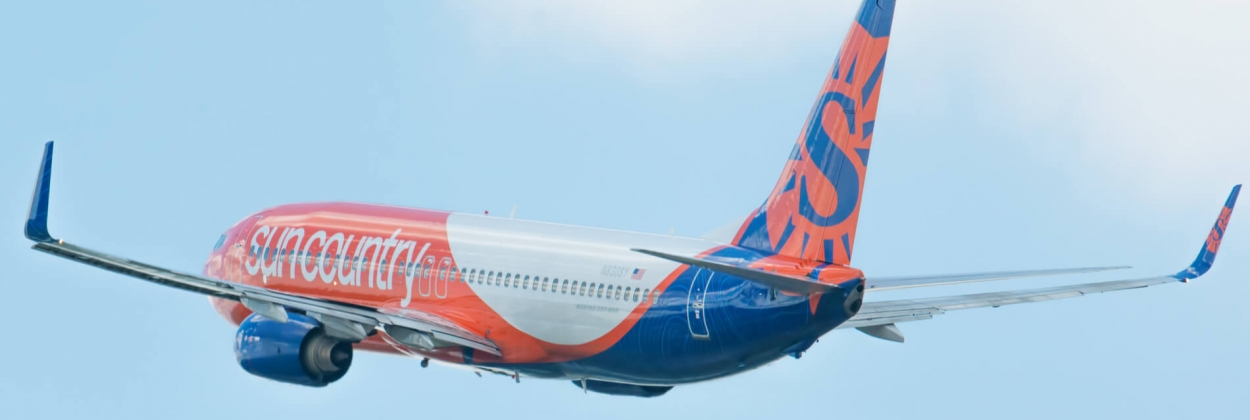Sun Country Airlines Boeing 737 departing Minneapolis Internation