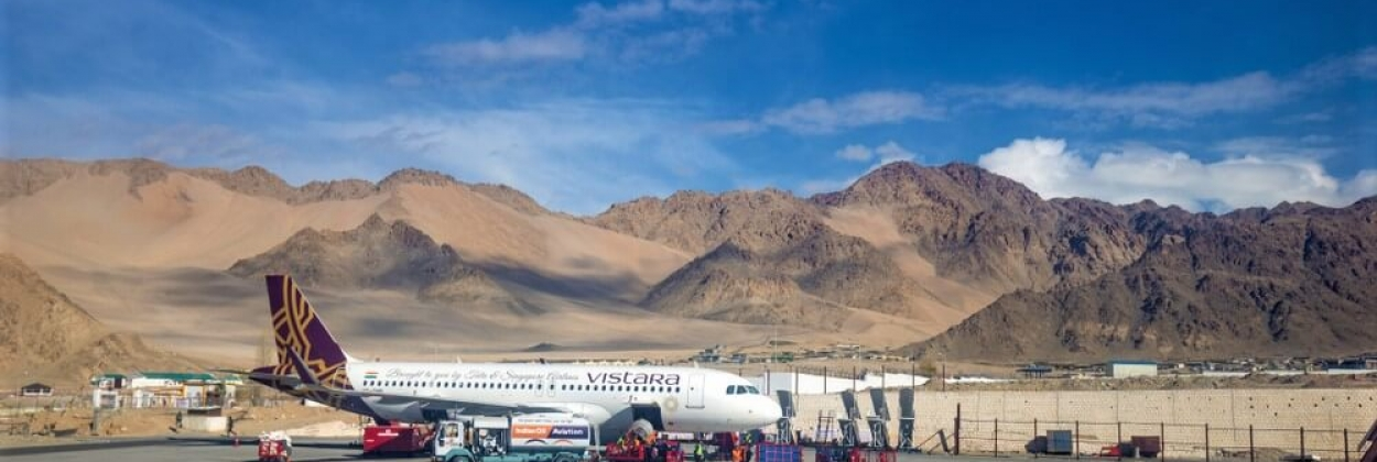 Vistara Aviation airplane has been arrived in Leh Airport with cl