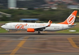 GOL Airlines B737 shoots fireballs out of engine, forced to land