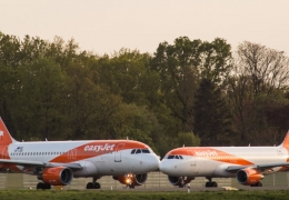easyJet provides no seatback option on a flight to Geneva
