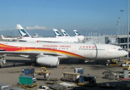 hong kong airlines and cathay pacific aircraft