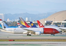 norwegian airlines boeing 787 dreamliner aircraft taxiing at los angeles international airport aerotime news