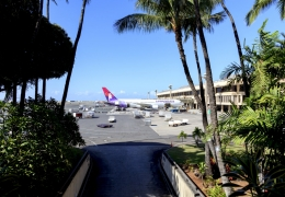 Hawaiian Airlines plane in Honolulu airport aerotime news