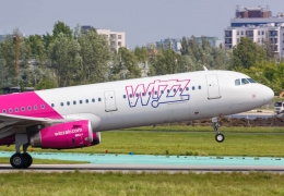 Wizz Air Airbus A321 departing Warsaw International Airport WAW