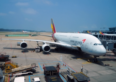 Asiana A380 engine catches fire at Seoul Incheon Airport [Video]