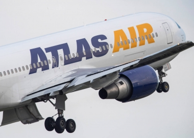 Atlas Boeing 767 turns back after engine blasts fire [Video]