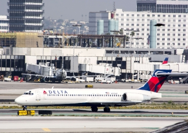 Delta Air Lines Boeing 717 slides off taxiway before takeoff