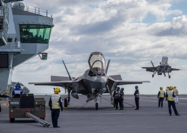 British F-35Bs land for the first time on HMS Queen Elizabeth
