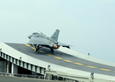 Indian Navy LCA fighter achieves arrested landing [Video]
