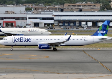 "JetBlue vows ""tremendousness"" on low cost transatlantic market"
