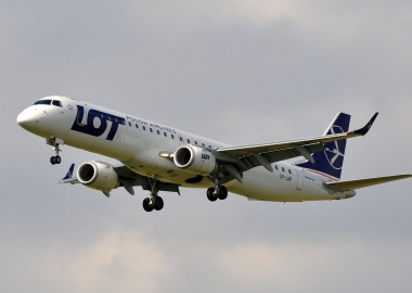 LOT Polish Airlines Embraer E195 departing Charles de Gaulle Inte