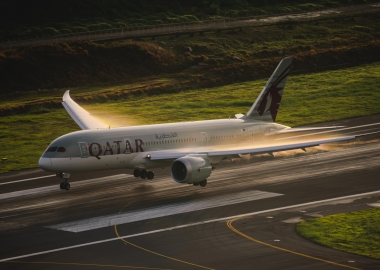 Qatar airways airline boeing 787 landing aerotime news