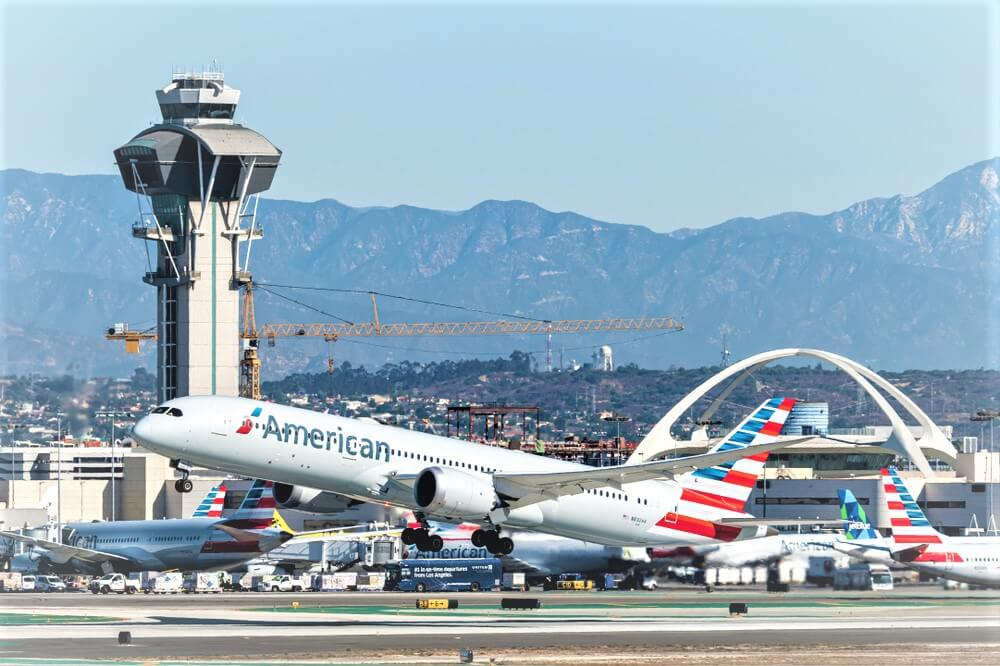 American Airlines cuts its debt by .8 billion